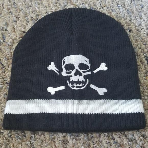 2b523945eac Boys Black Gray White Striped Skull Beanie Hat OS
